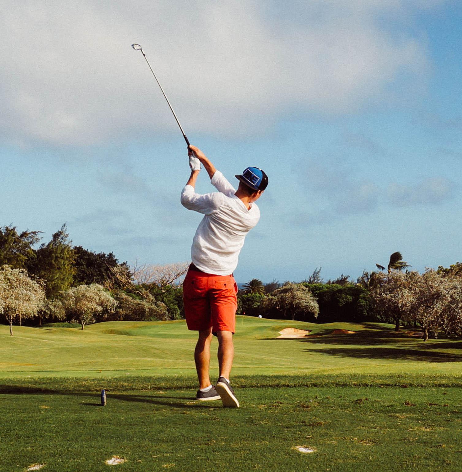 golfer-on-tee